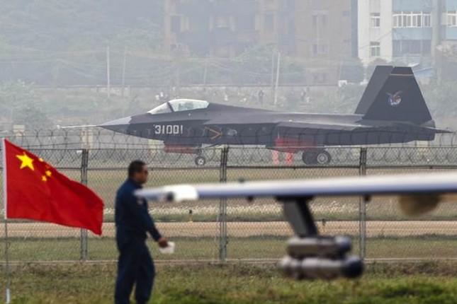 Trung Quốc tiến hành tập trận không quân tầm xa - ảnh 1