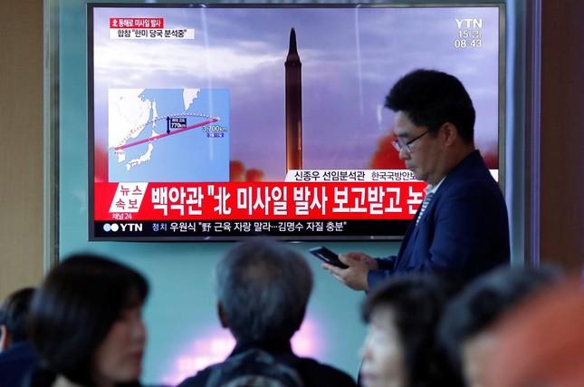 Căng thẳng gia tăng khi Triều Tiên thử tên lửa bay qua Nhật Bản - ảnh 1