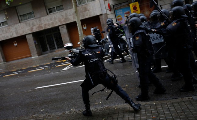 Catalan quyết tâm rời Tây Ban Nha: Cuộc trưng cầu đẫm máu  - ảnh 2
