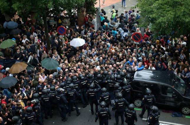 Catalan quyết tâm rời Tây Ban Nha: Cuộc trưng cầu đẫm máu  - ảnh 1