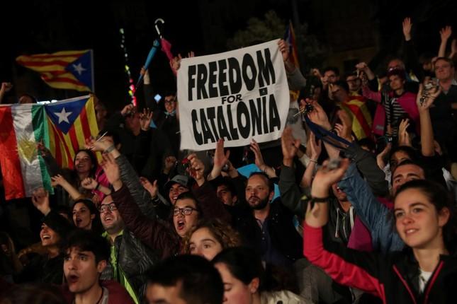 Catalan 'dứt áo' rời Tây Ban Nha: 90% cử tri tán thành - ảnh 1