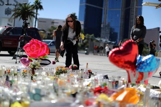 Vụ thảm sát ở Las Vegas: Truy tìm 'người tình' của kẻ sát nhân - ảnh 1