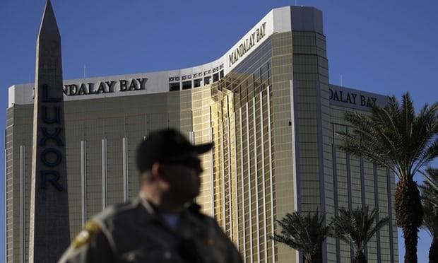 Tay súng Las Vegas đã bắn chết bảo vệ trước khi thảm sát - ảnh 1