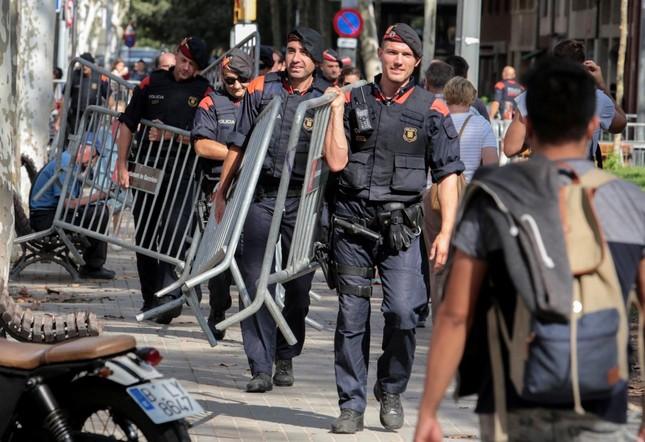 Catalonia thắt chặt an ninh trong 'thời khắc lịch sử' - ảnh 1