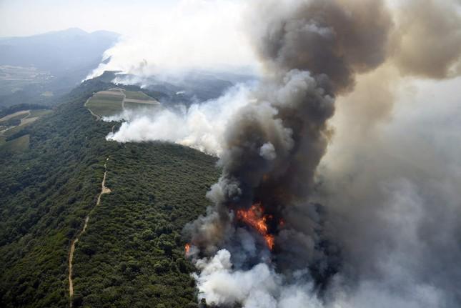 Toàn cảnh sự tàn phá nặng nề của vụ cháy rừng lịch sử tại Mỹ - ảnh 7