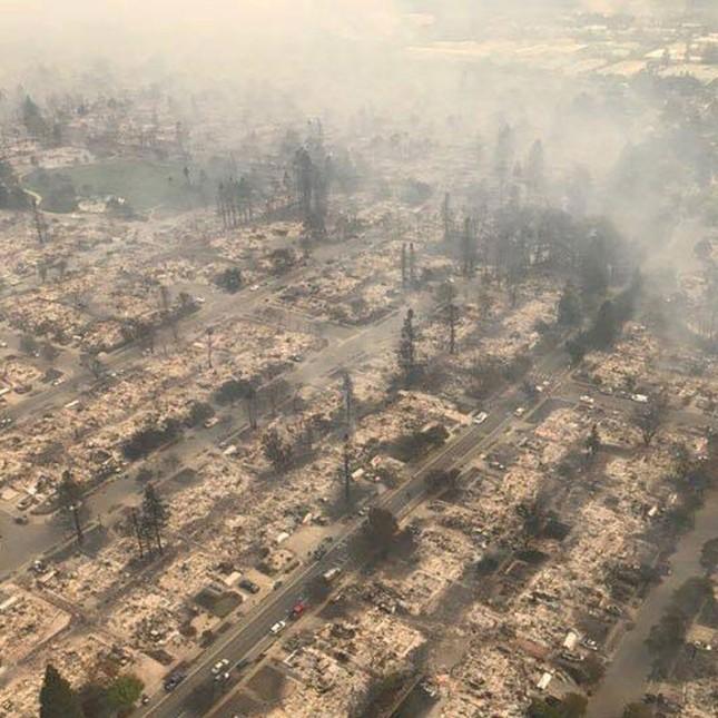 Toàn cảnh sự tàn phá nặng nề của vụ cháy rừng lịch sử tại Mỹ - ảnh 2