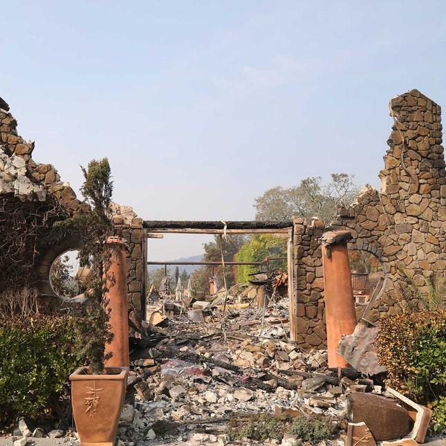 Toàn cảnh sự tàn phá nặng nề của vụ cháy rừng lịch sử tại Mỹ - ảnh 5
