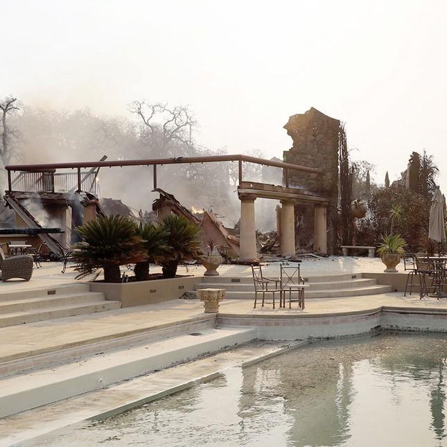 Toàn cảnh sự tàn phá nặng nề của vụ cháy rừng lịch sử tại Mỹ - ảnh 4