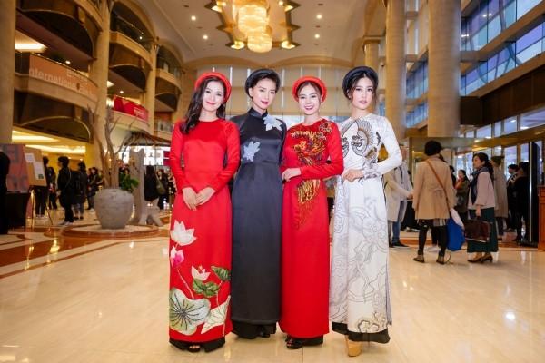 'Cô Ba Sài Gòn' đưa áo dài Việt Nam lên thảm đỏ LHP Busan 2017 - ảnh 3