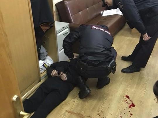 Nga: Biên tập viên nổi tiếng bị đâm vào cổ ngay tại nhà đài - ảnh 1