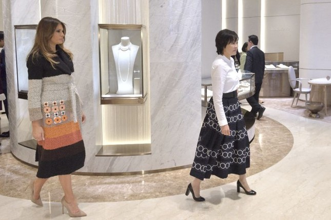 Đệ nhất phu nhân Mỹ thích thú với ngọc trai Nhật Bản - ảnh 1