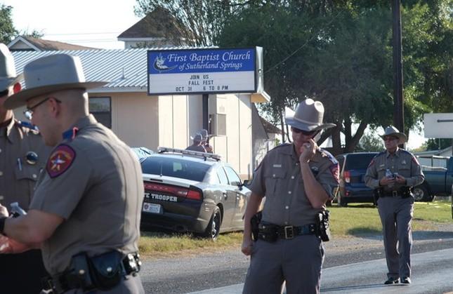 Mỹ: Xả súng kinh hoàng tại Texas, ít nhất 26 người đã thiệt mạng - ảnh 2