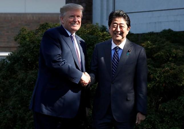 Tổng thống Trump tới Nhật Bản, khẳng định 'sát cánh' cùng đồng minh - ảnh 1
