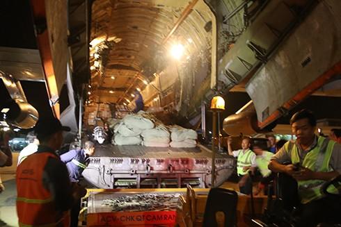 Máy bay chở hàng viện trợ Nga đã tới Việt Nam - ảnh 1