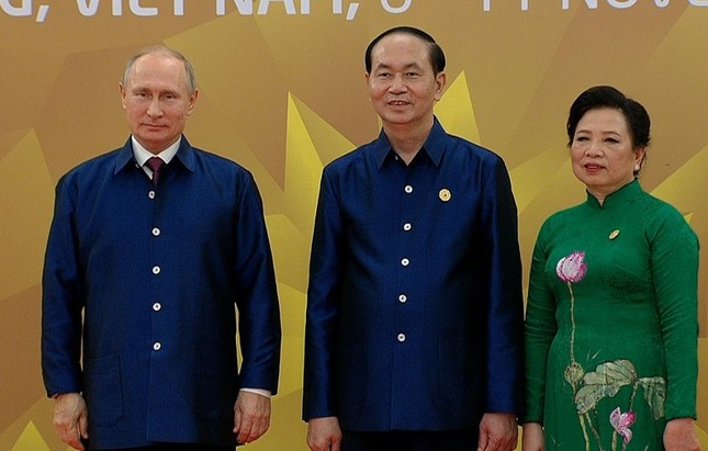 Các nhà lãnh đạo APEC cùng mặc trang phục tơ tằm của Việt Nam - ảnh 3