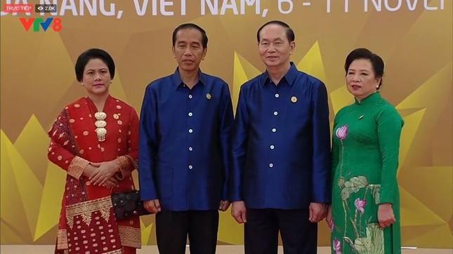Các nhà lãnh đạo APEC cùng mặc trang phục tơ tằm của Việt Nam - ảnh 8