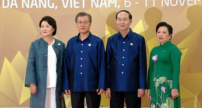 Các nhà lãnh đạo APEC cùng mặc trang phục tơ tằm của Việt Nam - ảnh 5
