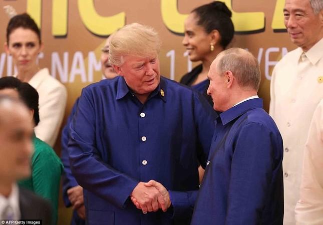 Tổng thống Trump và Putin chào hỏi thân mật tại APEC - ảnh 1