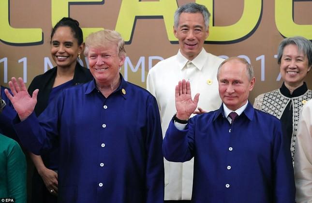 Tổng thống Trump và Putin chào hỏi thân mật tại APEC - ảnh 2