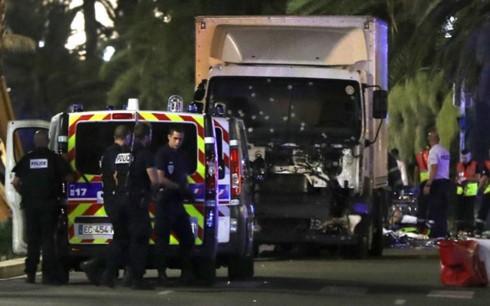 Pháp: Xe tải lao vào đám đông, ít nhất 3 người bị thương - ảnh 1
