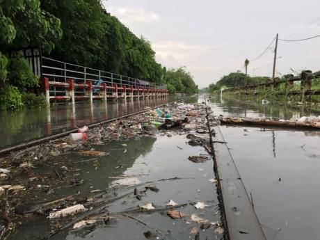 Sài Gòn mưa rả rích nhưng mênh mông nước! - ảnh 2