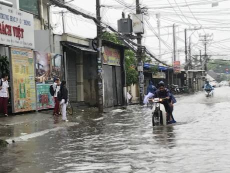 Sài Gòn mưa rả rích nhưng mênh mông nước! - ảnh 3