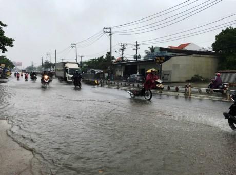 Sài Gòn mưa rả rích nhưng mênh mông nước! - ảnh 5