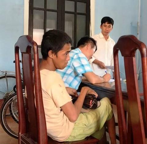 Bắt 2 thanh niên cướp tài sản của người tàn tật bán vé số - ảnh 1