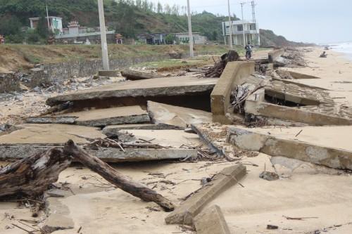 Quảng Bình: Kè đê biển xã Hải Trạch hư hỏng nặng - ảnh 2