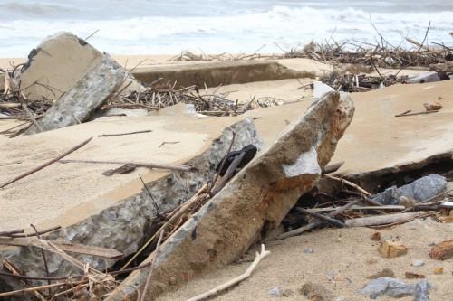 Quảng Bình: Kè đê biển xã Hải Trạch hư hỏng nặng - ảnh 3