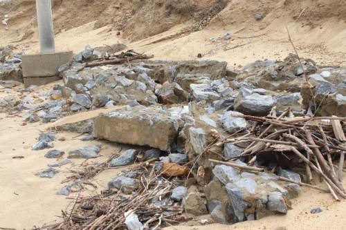 Quảng Bình: Kè đê biển xã Hải Trạch hư hỏng nặng - ảnh 5