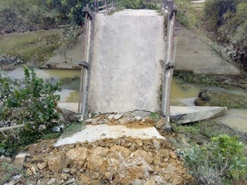 Sập cầu tại Hà Tĩnh, 150 hộ dân bị chia cắt - ảnh 1