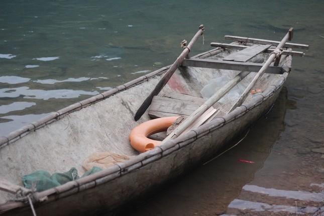 Học sinh đánh cược tính mạng qua sông tìm chữ - ảnh 5