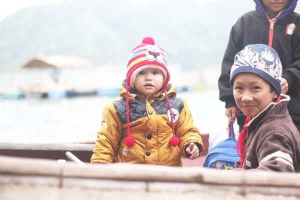Chùm ảnh: Gian nan đường đến trường của các em học sinh xóm Nhạp - ảnh 7