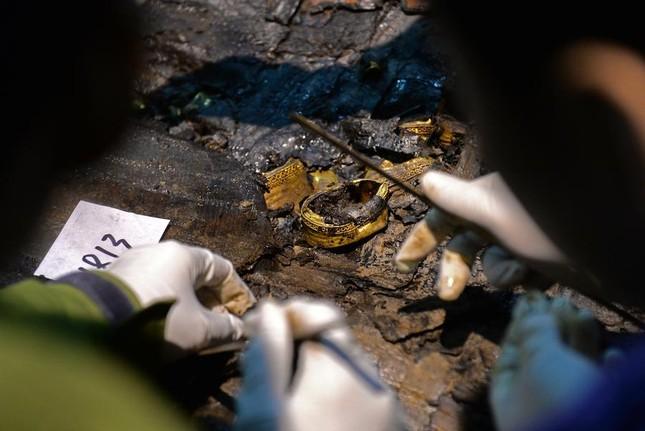 Bên trong ngôi mộ 2.000 năm tuổi chứa đầy vàng ở TQ - ảnh 4