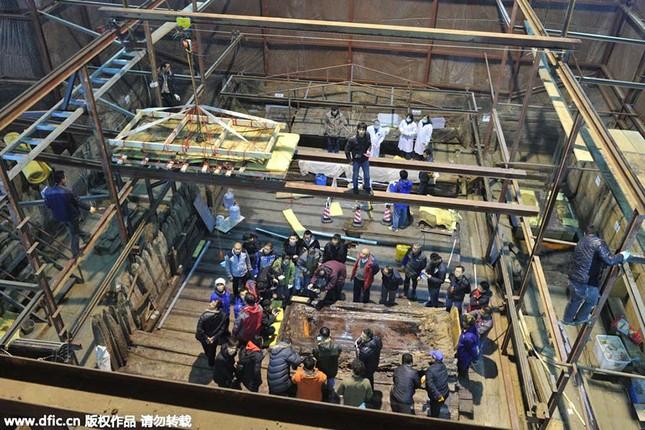 Bên trong ngôi mộ 2.000 năm tuổi chứa đầy vàng ở TQ - ảnh 5