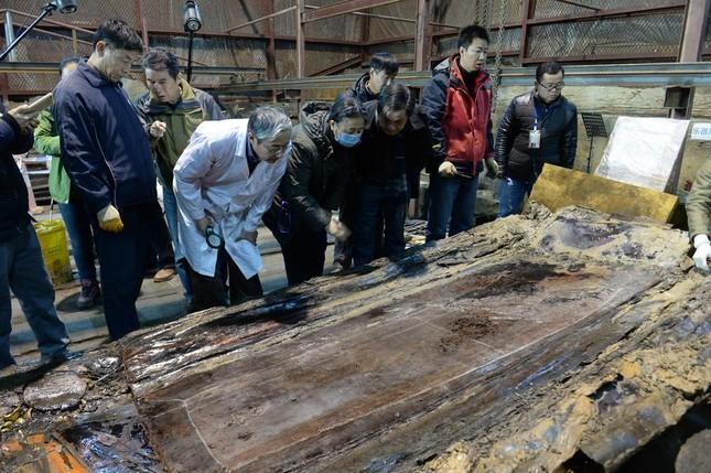 Bên trong ngôi mộ 2.000 năm tuổi chứa đầy vàng ở TQ - ảnh 6