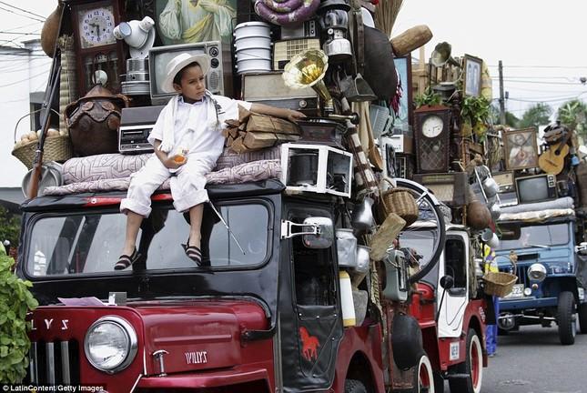 Kì lạ cuộc diễu hành xe Jeep có '1-0-2' ở Colombia - ảnh 3
