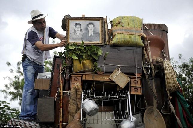 Kì lạ cuộc diễu hành xe Jeep có '1-0-2' ở Colombia - ảnh 5