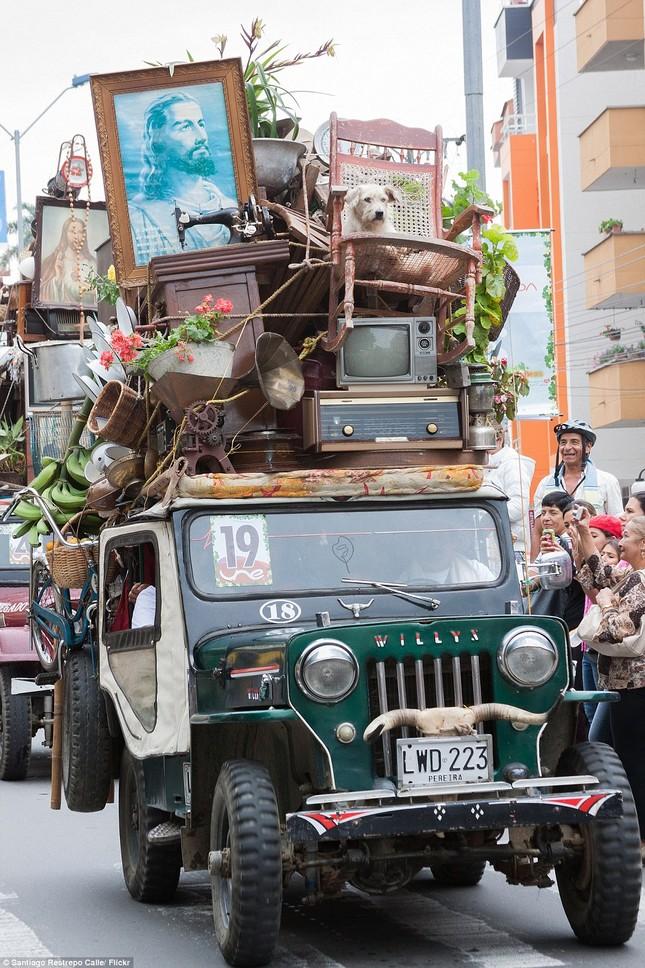 Kì lạ cuộc diễu hành xe Jeep có '1-0-2' ở Colombia - ảnh 7