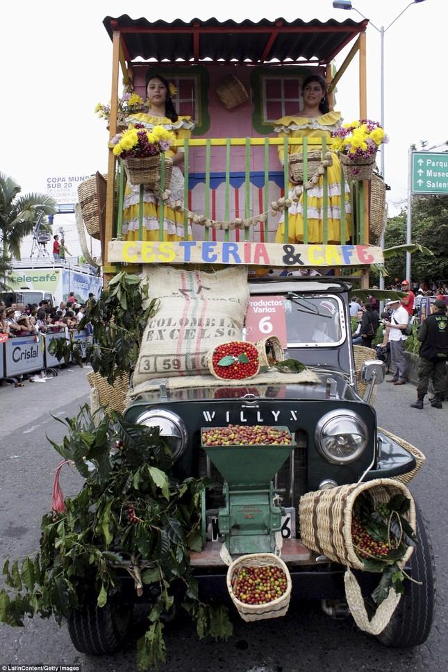 Kì lạ cuộc diễu hành xe Jeep có '1-0-2' ở Colombia - ảnh 8
