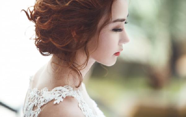 Đêm đầu làm dâu, tôi phải quỳ lạy cả nhà chồng vì sự cố không tưởng - ảnh 1