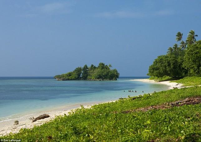 Lạ kỳ tập tục tự do ngoại tình tại đảo Tình yêu - ảnh 1
