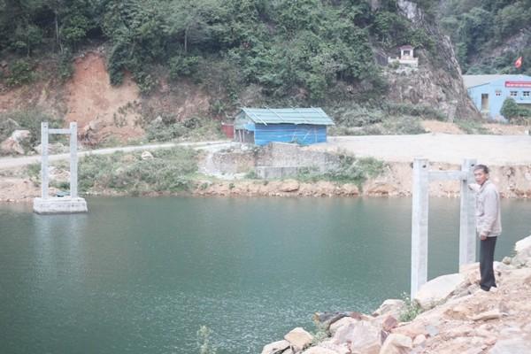 Dự án cầu treo xóm Nhạp bỏ hoang: Lỗi tại… sông Đà?! - ảnh 1