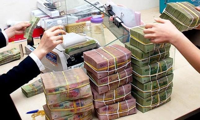 ATM quá tải Tết, ngân hàng trả lương tại nhà máy - ảnh 2