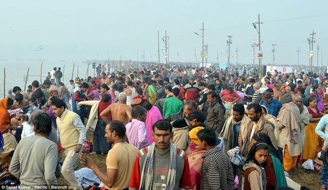 Hàng nghìn người đổ về thánh lễ Magh Mela lớn nhất hành tinh - ảnh 1