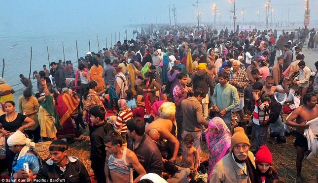 Hàng nghìn người đổ về thánh lễ Magh Mela lớn nhất hành tinh - ảnh 5