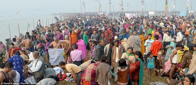 Hàng nghìn người đổ về thánh lễ Magh Mela lớn nhất hành tinh - ảnh 4