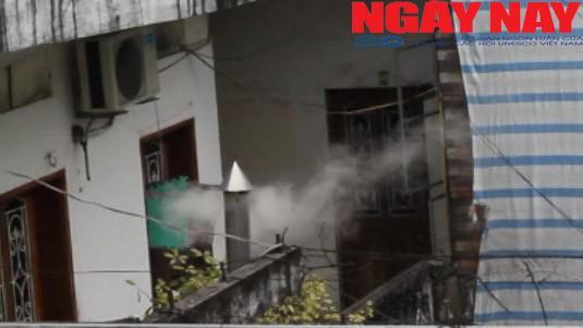 Dân ở giữa Thủ đô lao đao vì 'khí lạ' mùi chuột chết bủa vây nhà - ảnh 1