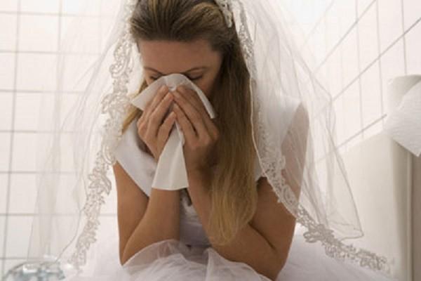 Chết điếng vì món quà người yêu cũ tặng tại lễ cưới - ảnh 1